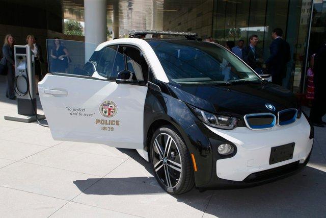 У США продають поліцейські BMW i3 за пів ціни: що з ними не так? - фото 423564