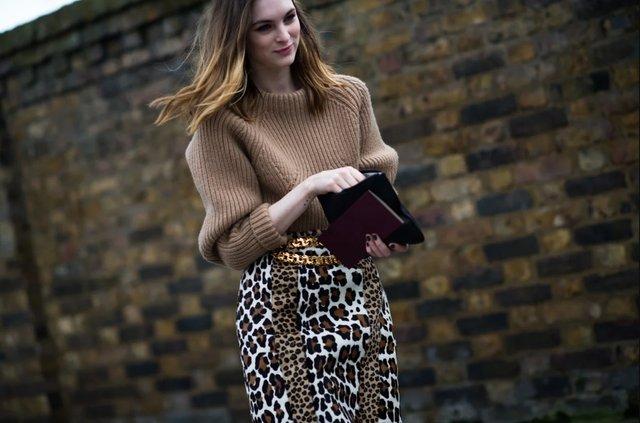 Як носити светр і джинси цієї осені: найкращі образи - фото 423568