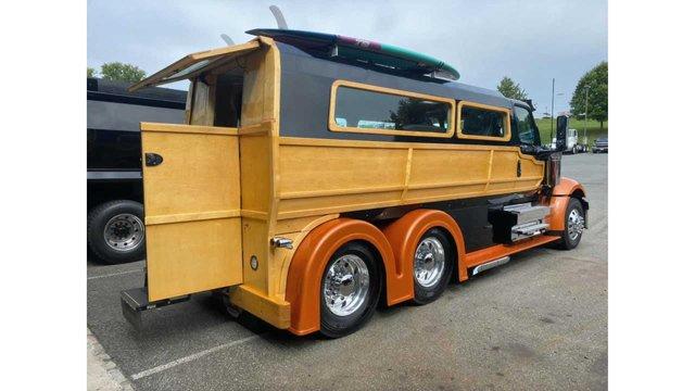У мережі показали ідеальну вантажівку для серферів: її збирали 2000 годин - фото 423970