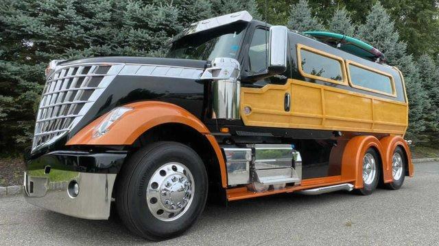 У мережі показали ідеальну вантажівку для серферів: її збирали 2000 годин - фото 423973