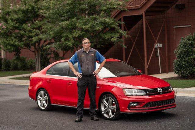 Зараз у нього в гаражі кілька авто Volkswagen - фото 424020