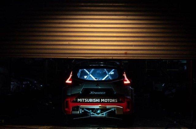 Сімейний мінівен Mitsubishi перетворили на авто для професійного ралі - фото 424327