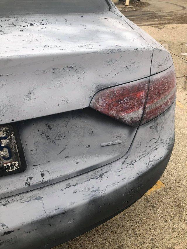 Власник Audi зіпсував свою машину у спробі поміняти колір кузова: епічні фото - фото 424610