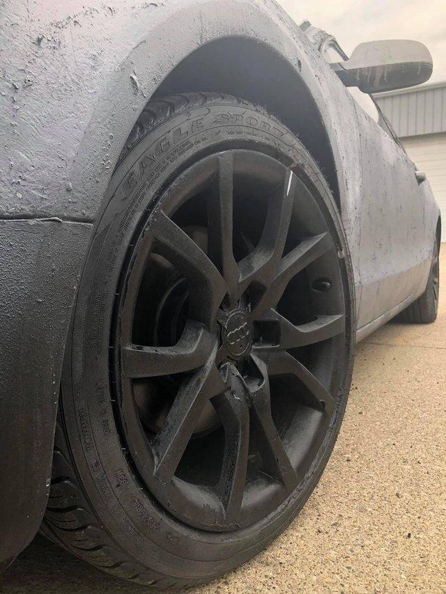 Власник Audi зіпсував свою машину у спробі поміняти колір кузова: епічні фото - фото 424613
