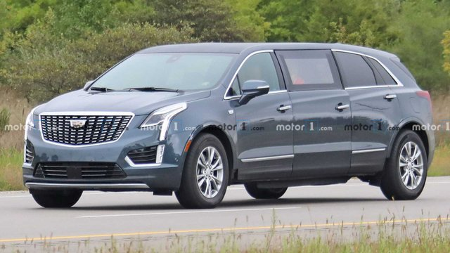 Cadillac перетворив компактний позашляховик у шестидверний лімузин - фото 425344