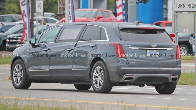 Cadillac перетворив компактний позашляховик у шестидверний лімузин - фото 425345