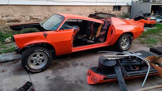 Психанув: чоловік розпиляв Chevrolet Camaro на частини у прямому ефірі - фото 425582