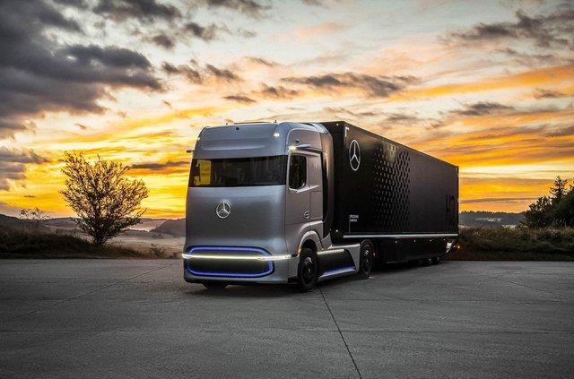 Mercedes-Benz представив водневу вантажівку: одної заправки вистачить на 1000 км ходу - фото 426023