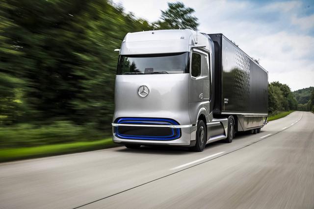 Mercedes-Benz представив водневу вантажівку: одної заправки вистачить на 1000 км ходу - фото 426024