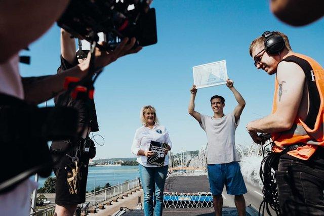 Український паркурист здійснив рекордний стрибок на швидкості: шалене відео - фото 426268