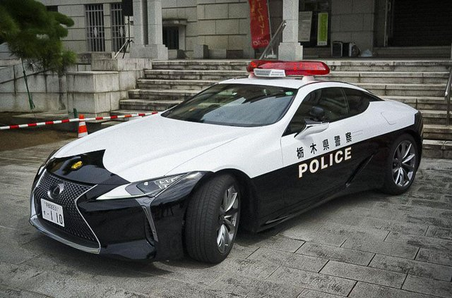 Це вам не Prius: в автопарку японської поліції з'явилося розкішне суперкупе Lexus - фото 426299