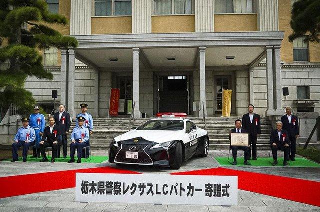 Це вам не Prius: в автопарку японської поліції з'явилося розкішне суперкупе Lexus - фото 426301