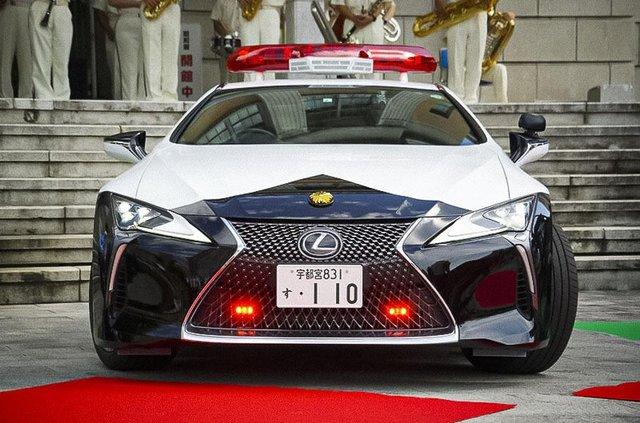 Це вам не Prius: в автопарку японської поліції з'явилося розкішне суперкупе Lexus - фото 426302
