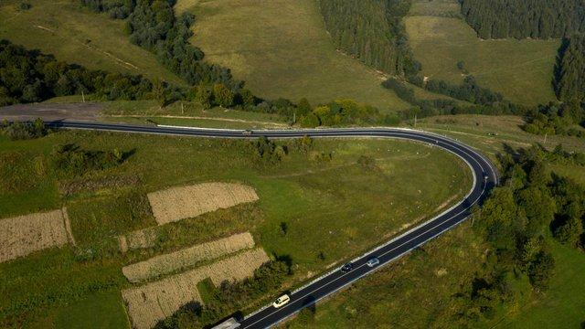 У мережі з'явилися вражаючі фото відремонтованої траси до Синевиру - фото 426497