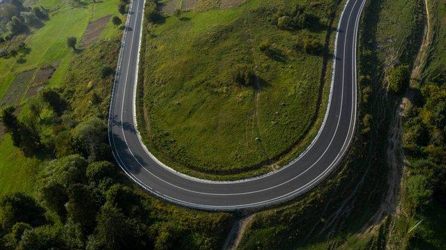 У мережі з'явилися вражаючі фото відремонтованої траси до Синевиру - фото 426503