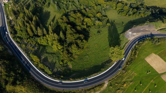 У мережі з'явилися вражаючі фото відремонтованої траси до Синевиру - фото 426507