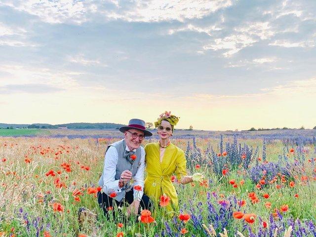 Активна пара пенсіонерів захоплює мережу своїми стилем життя та модними образами - фото 426557