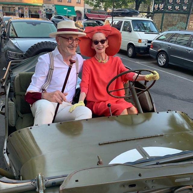 Активна пара пенсіонерів захоплює мережу своїми стилем життя та модними образами - фото 426560
