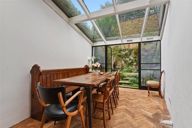 У Лондоні продають будинок шириною лише 1,8 метра: фото помешкання зсередини - фото 426925