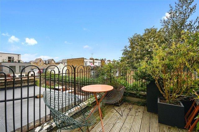 У Лондоні продають будинок шириною лише 1,8 метра: фото помешкання зсередини - фото 426926