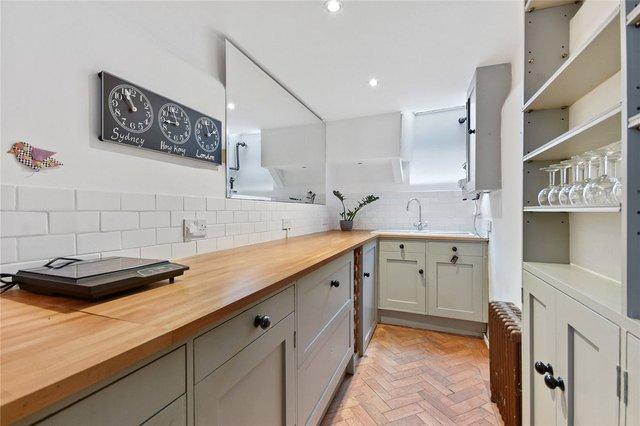 У Лондоні продають будинок шириною лише 1,8 метра: фото помешкання зсередини - фото 426932