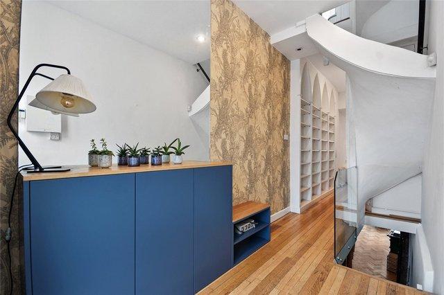 У Лондоні продають будинок шириною лише 1,8 метра: фото помешкання зсередини - фото 426933