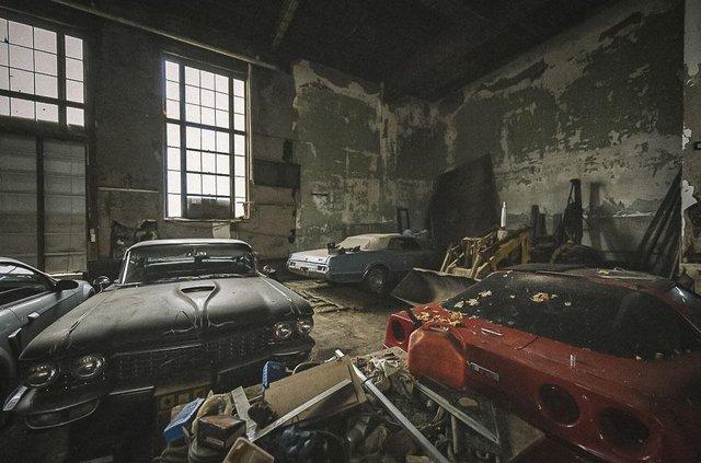 У покинутій школі виявили колекцію рідкісних авто: фото - фото 427087