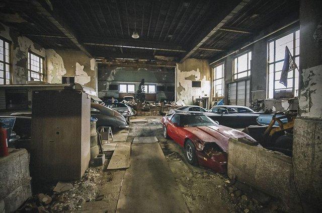 У покинутій школі виявили колекцію рідкісних авто: фото - фото 427088