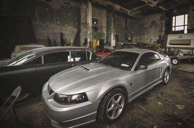 У покинутій школі виявили колекцію рідкісних авто: фото - фото 427090
