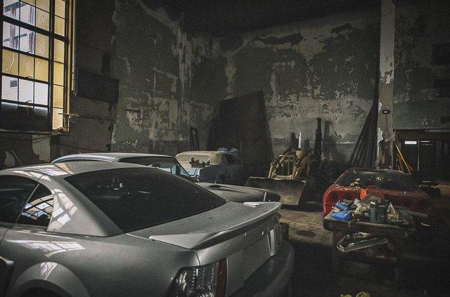 У покинутій школі виявили колекцію рідкісних авто: фото - фото 427093