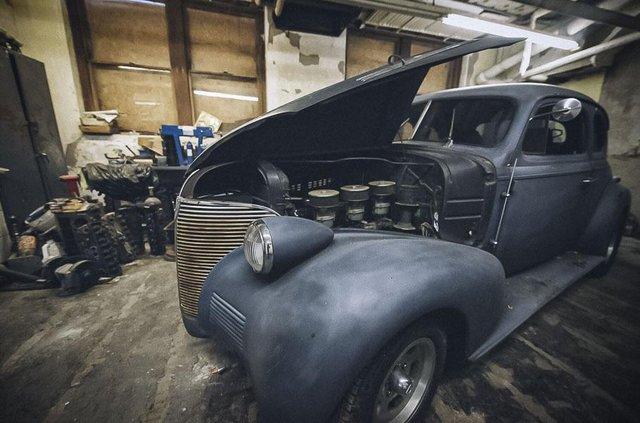 У покинутій школі виявили колекцію рідкісних авто: фото - фото 427095