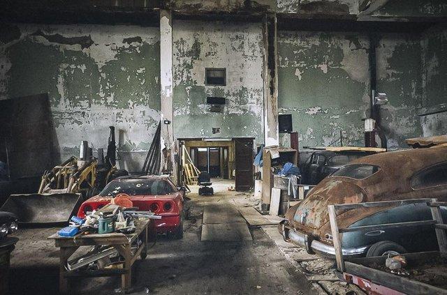 У покинутій школі виявили колекцію рідкісних авто: фото - фото 427096