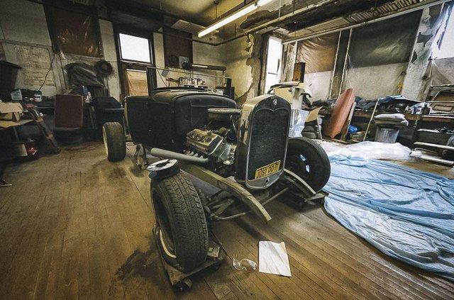 У покинутій школі виявили колекцію рідкісних авто: фото - фото 427098