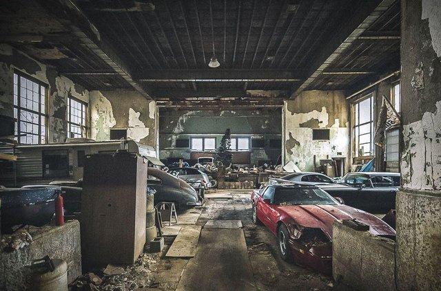 У покинутій школі виявили колекцію рідкісних авто: фото - фото 427100