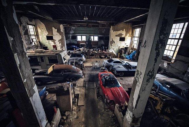 У покинутій школі виявили колекцію рідкісних авто: фото - фото 427101