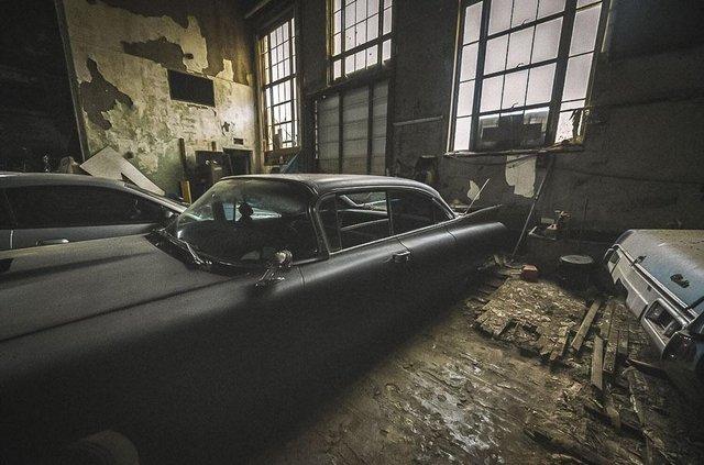 У покинутій школі виявили колекцію рідкісних авто: фото - фото 427102