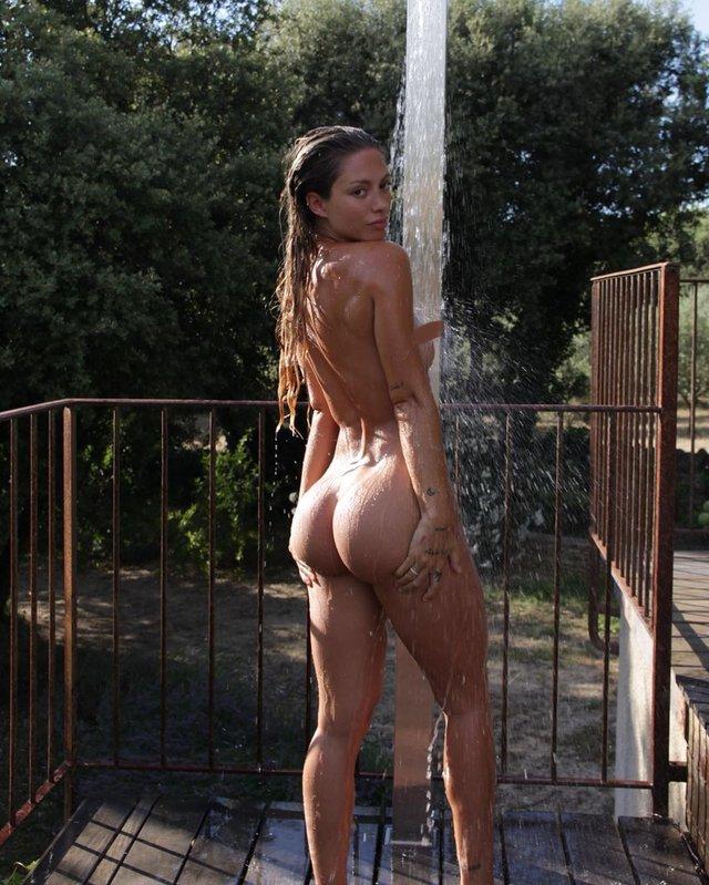 Дівчина тижня: гаряча модель без комплексів Паулін Танто, яка обожнює голі фото (18+) - фото 427166