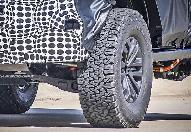 Новий Ford Bronco Raptor показали в камуфляжі - фото 427400