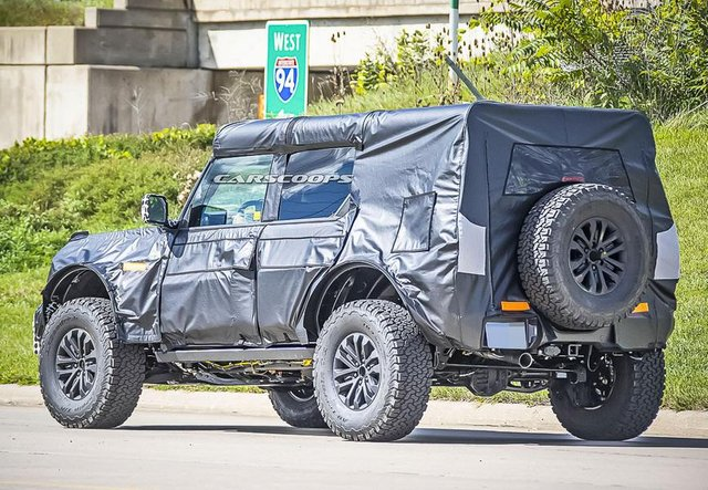 Новий Ford Bronco Raptor показали в камуфляжі - фото 427401