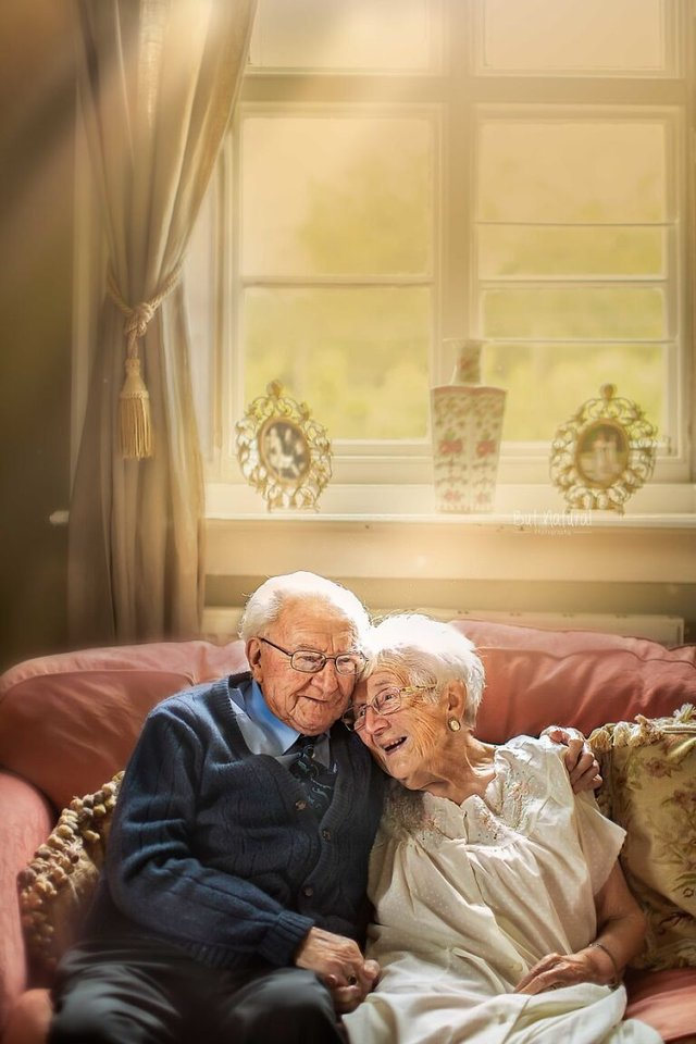 72 роки разом: ця пара змушує вірити у вічне кохання - фото 427708