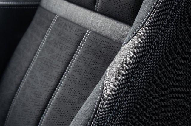 Салони Jaguar і Land Rover створюватимуть з переробленого сміття - фото 427948