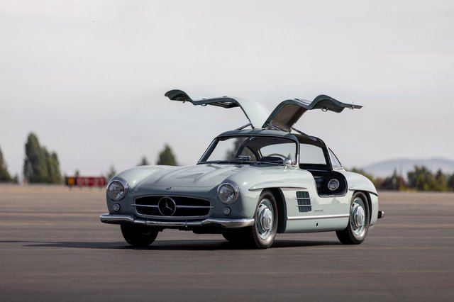 Дводверний Mercedes-Benz 1957 року продали за космічні гроші - фото 427961