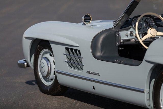 Дводверний Mercedes-Benz 1957 року продали за космічні гроші - фото 427964