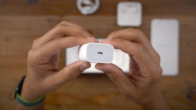 Комплект поставки iPhone 12 таки скоротиться: про це свідчить iOS 14.2 - фото 428110