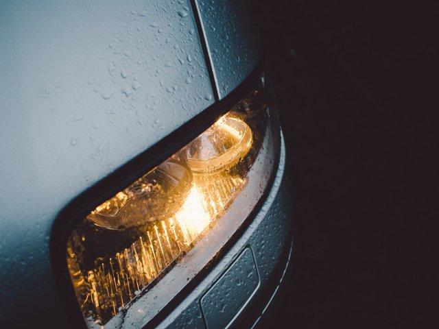 До уваги водіїв: де з 1 жовтня потрібно обов'язково вмикати фари навіть вдень - фото 428179