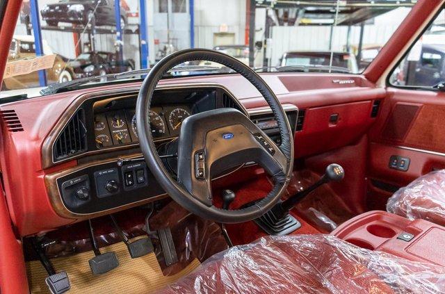 Майже без пробігу: 29-річний Ford Bronco в ідеальному стані виставили на продаж - фото 428319