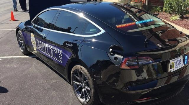 Американські поліцейські порівняли вартість утримання електромобіля і бензинового авто - фото 428351
