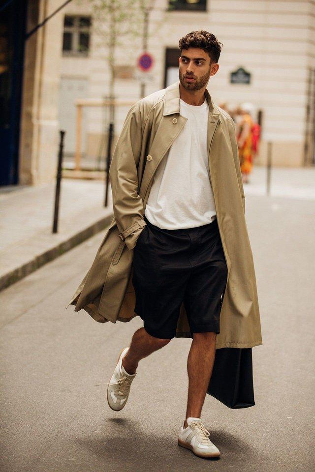 Як і з чим стильно носити чоловічий тренч: 10 модних ідей у фото - фото 428650