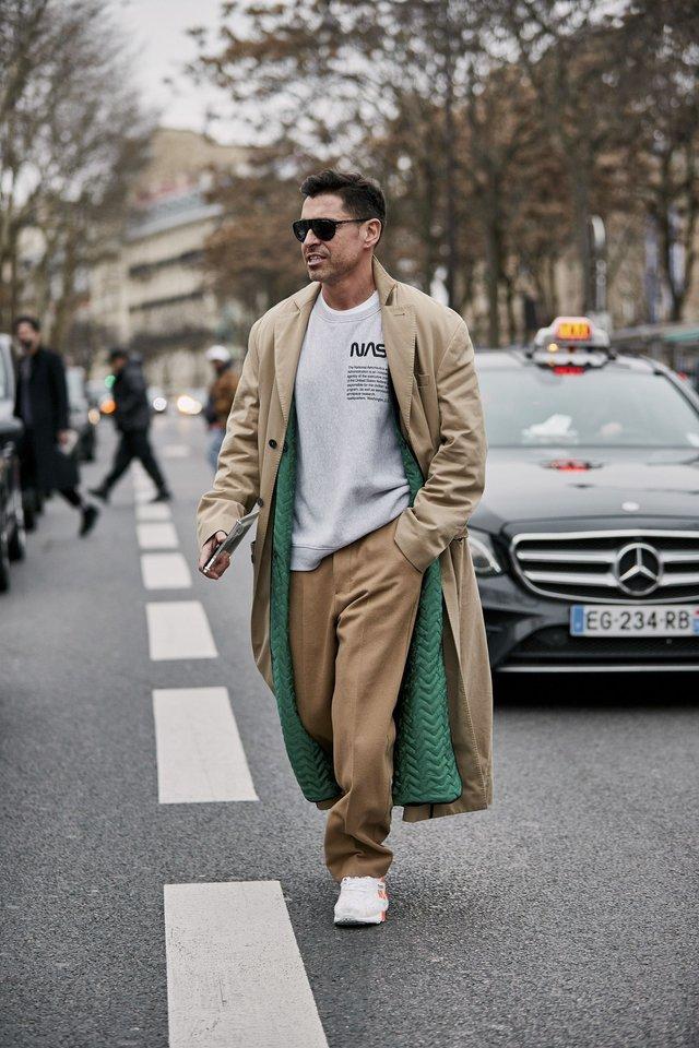 Як і з чим стильно носити чоловічий тренч: 10 модних ідей у фото - фото 428652