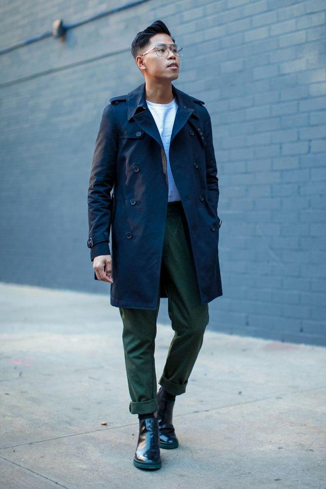 Як і з чим стильно носити чоловічий тренч: 10 модних ідей у фото - фото 428654